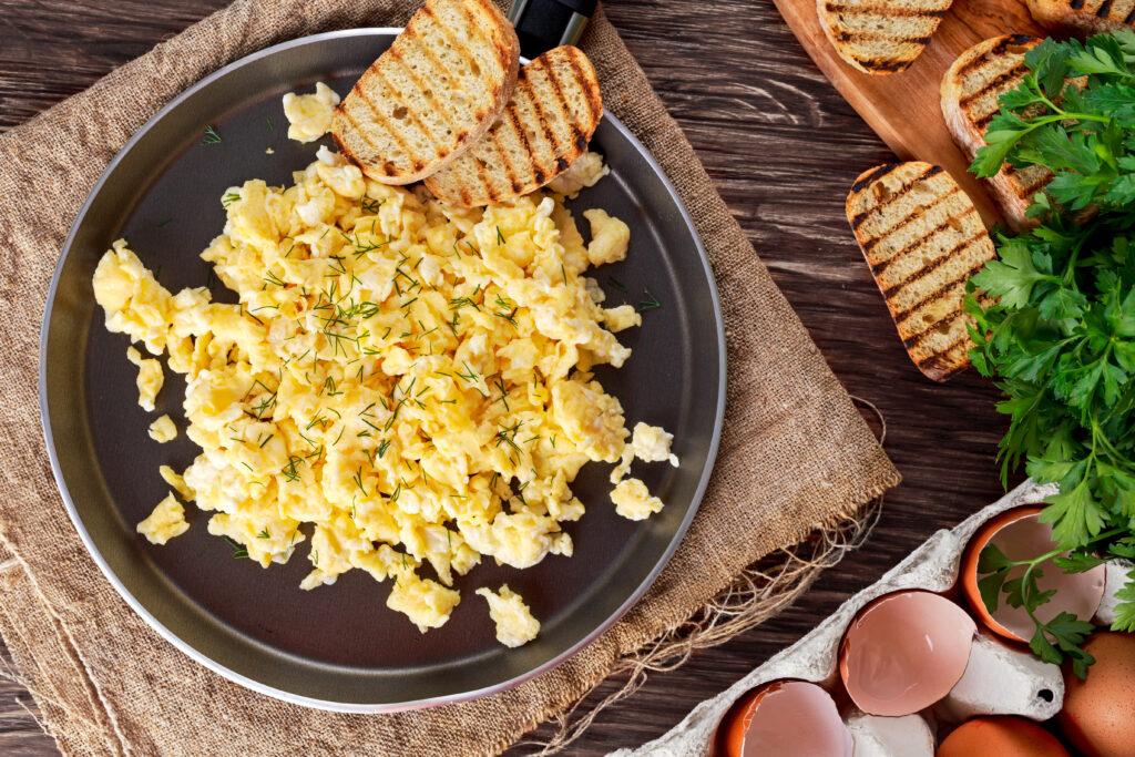 Diasip Vanilla Recipe: Scrambled Eggs on pan with toast