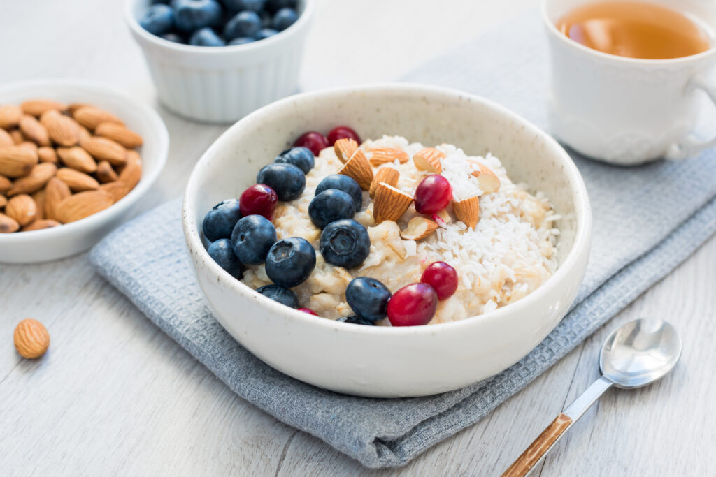 Fortip Vanilla Recipe: Creamy Vanilla Porridge with blueberries and cranberries