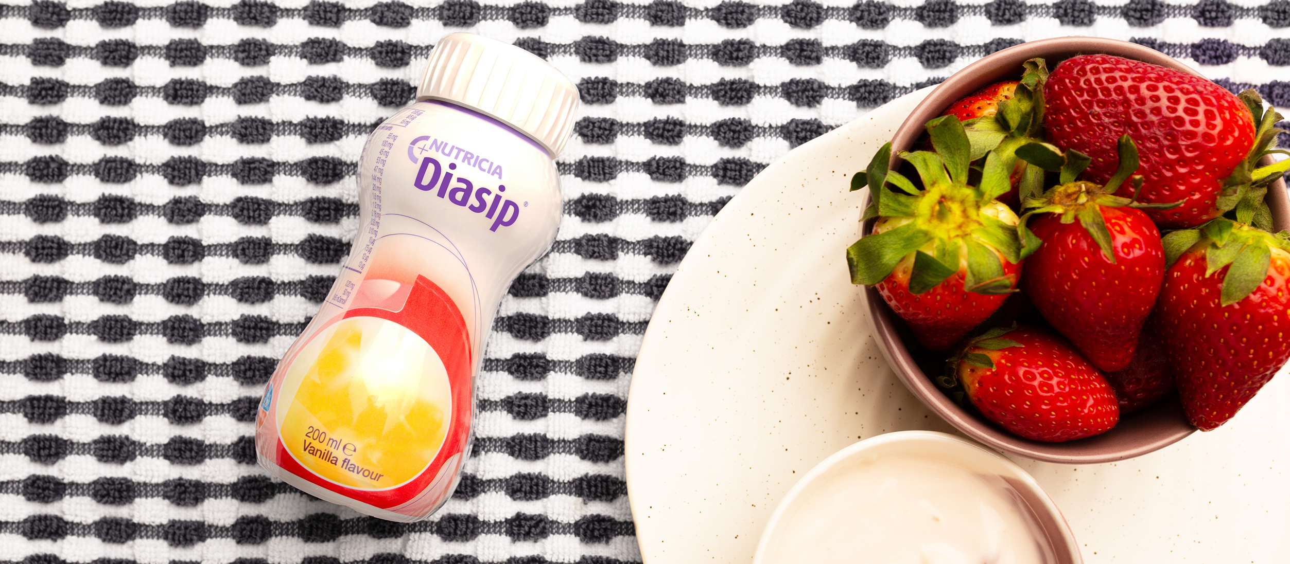 Diasip Vanilla Flavour with yoghurt and strawberries